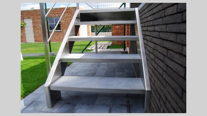 Inox trap met tegeltreden for Houten trap buiten