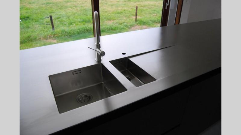Spatwand Keuken Inox : Keukenblad inox plaat spoelbak afloop ingebouwde kookplaat VDC inox