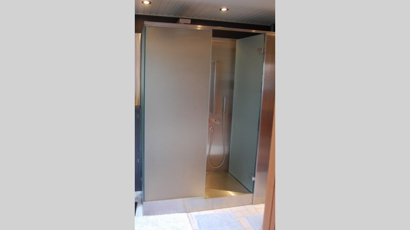 Inox en badkamer - Badkamer met glas ...